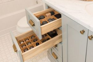 becki owens organization tip bathroom makeup2 300x200 organized home